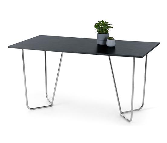 Dizajnový stôl vo vzhľade kameňa s kovovou konštrukciou